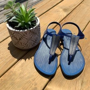 Montego Bay navy blue rubber flat sandals size 7